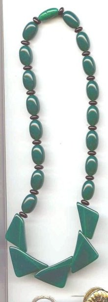 SALE Kelly Green Lucite Necklace