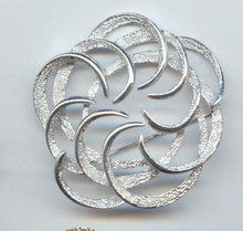 SALE Gigantic sara coventry Signed Silvery Pin