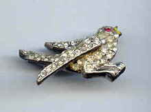 SALE Rhinestone Bird Pin  vintage