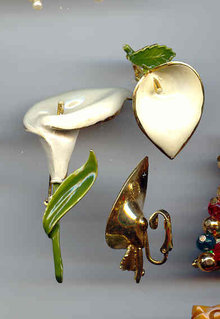 SALE Elegant Lily Pin and Earrings. Vintage