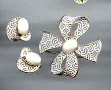 SALE Trifari Set Pin and Earrings