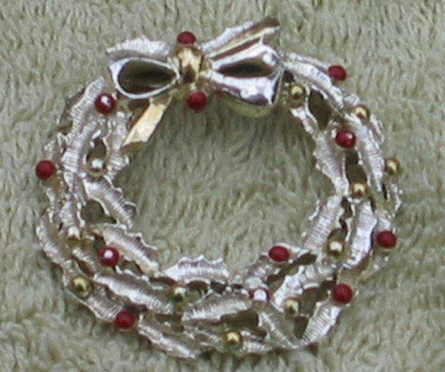 Gerry's Wreath Brooch Pin