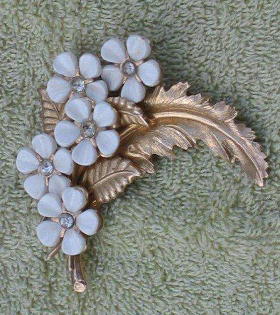 Emmons Rhinestone Leaf pin brooch