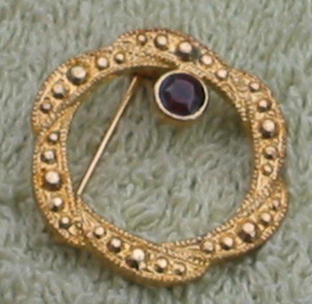 Circle Wreath Pin Brooch