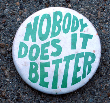 old vintage NOBODY DOES IT BETTER pinback