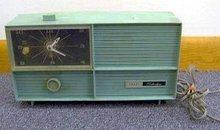 vintage SEARS SILVERTONE ICE BLUE tube radio