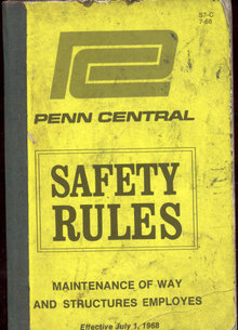 VINTAGE RAILROAD BOOKLET ~ 1968 PENN CENTRAL SAFETY MANUAL