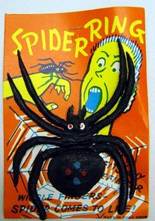 6 VINTAGE HALLOWEEN SPIDER TOY RINGS
