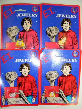 8 VINTAGE E.T. JEWELRY TOYS ON CARDS