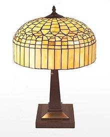LEADED GLASS TABLE LAMP / NEW LIGHTING