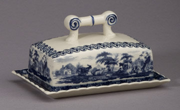 PORCELAIN BUTTER DISH /  TOILE TRANSFERWARE