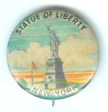 VINTAGE STATUE OF LIBERTY PINBACK PIN 1940S