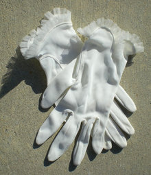 Cream Lace Gloves