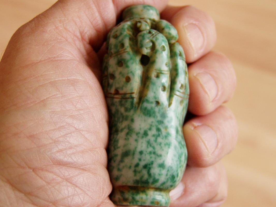 Chinese mottled green jade snuff bottle