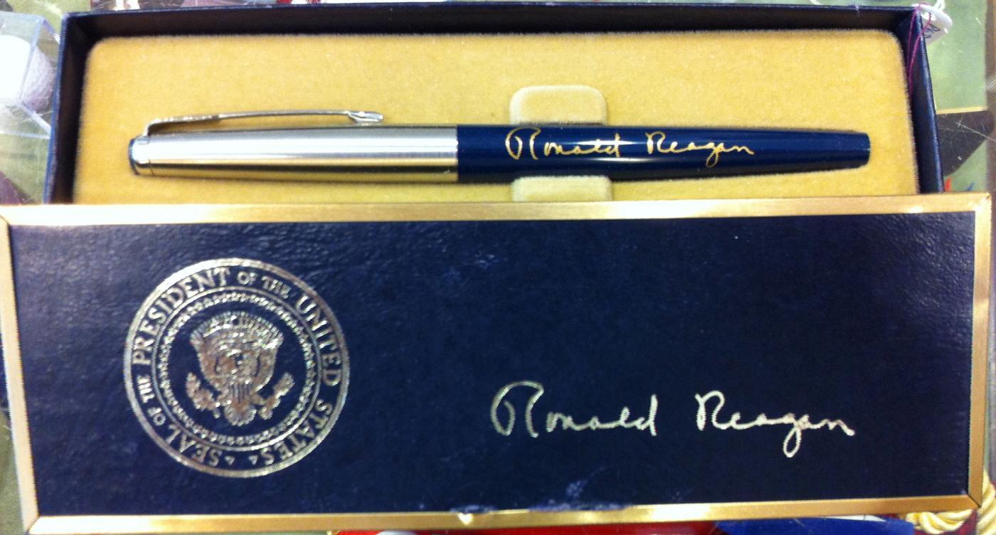 Ronald Reagan gift bill signing pen