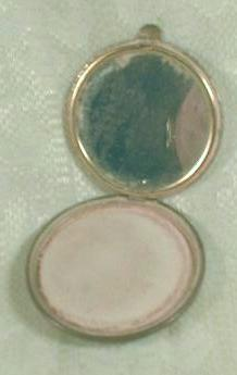 Makeup Powder Compact Ladies Vanity - Old Vintage