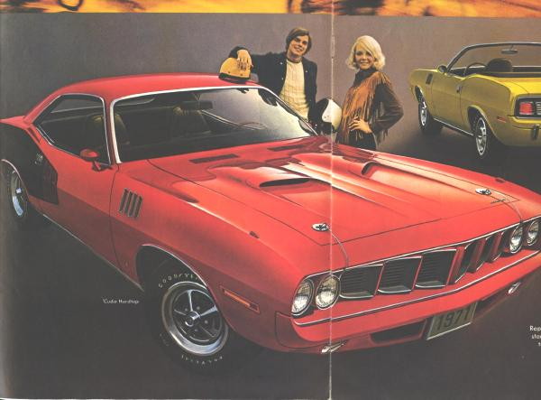 2 ORIGINAL Plymouth Sales Brochures Barracuda Road Runner  1971