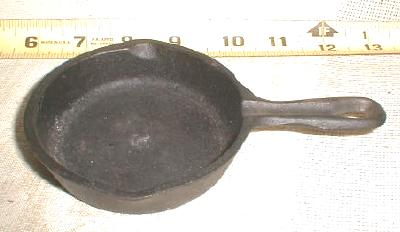 Old Cast Iron Toy Frying Fry Pan Skillet Small 3 3/4