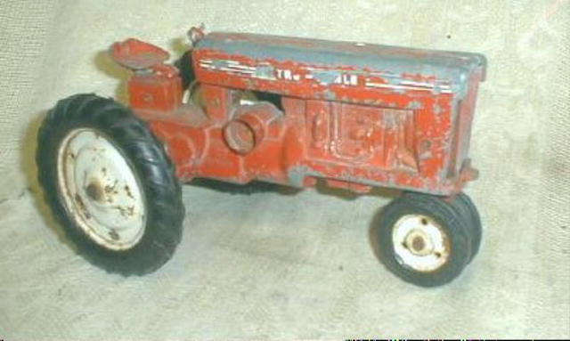 Old Tru-Scale Tractor  IH Red International 560 Toy TRACTOR