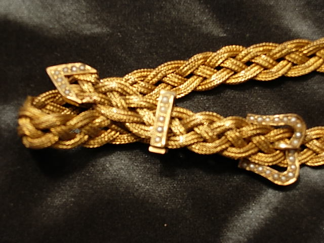 Beautiful Circa 1895 Yellow Gold Buckle Mesh
