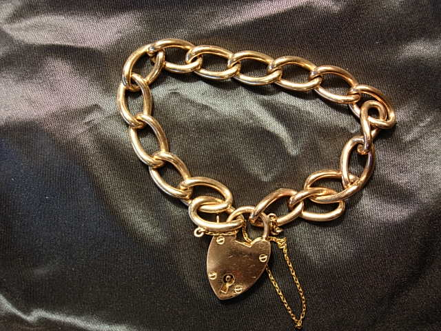 Sweet 9kt Yellow Gold Curblink Heart Lock