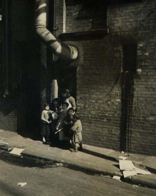 William F. Simpson: Children in Chinatown