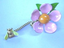 1960s Flower Pin,Vint,Flower Power,w/Bee Chain