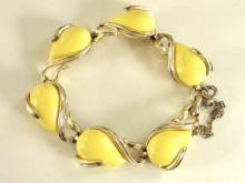 Coro Yellow Bracelet Thermoset Lucite Link Safety Pegasus Vintage