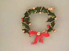 Christmas WREATH Pin Enameled Vintage
