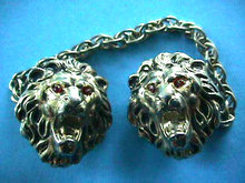 Lion Head Sweater Clip Guard Vintage