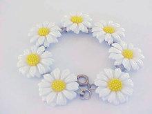 Retro Daisy Bracelet Resin Vintage