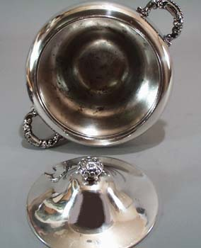 Covered small tureen with spoon opening.