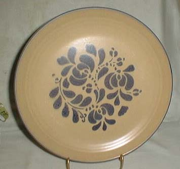 Pfaltzgraff Folk Art, Dinner plate