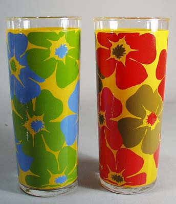 Pr 1940's Drinking glass bright flowers