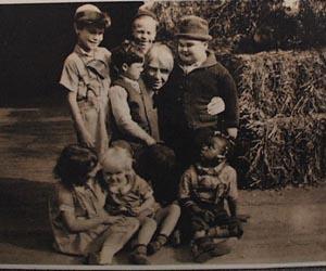 Black and white Carl Sanburg and little rascal photo.