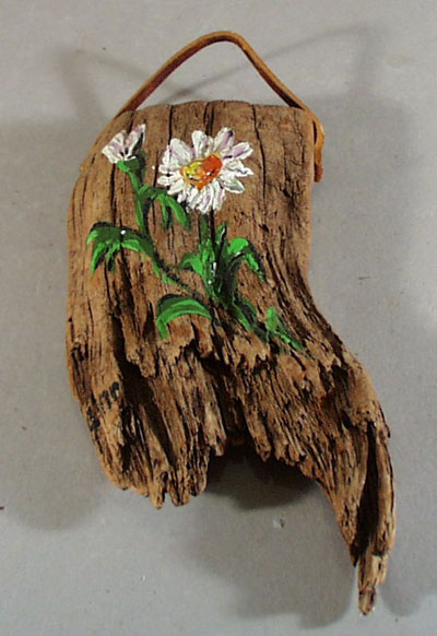 Driftwood wall hanging with daisy