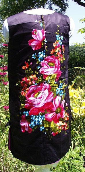 Black and Flowered Vintage Sheath Dress