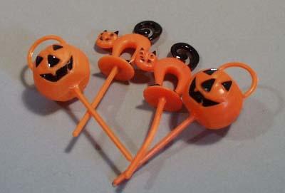 4 Halloween plastic push decorations