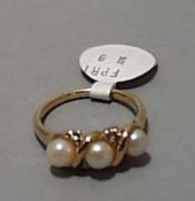 Faux Pearl Ring Gold tone Size 8