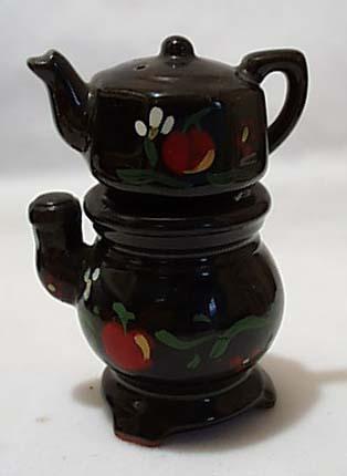 Old Stove & Tea Kettle S & P Shaker Set