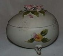 Lefton Porcelain Egg, Delicate roses