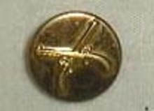 Military button has applied guns