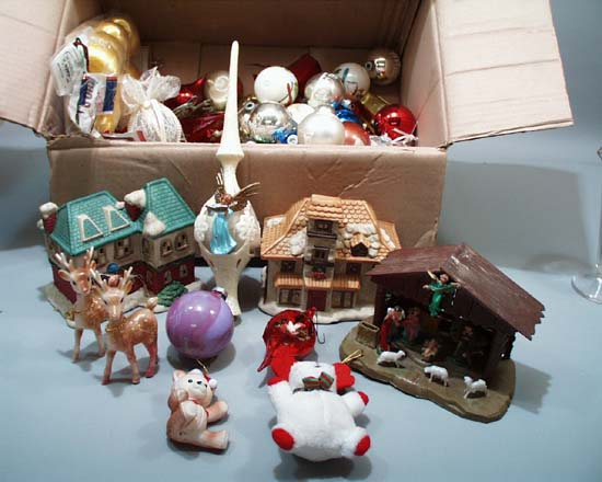 Grab bag of Christmas items, over 50 items in this box