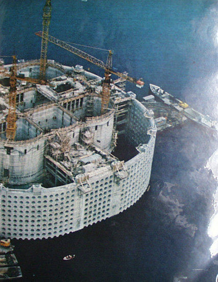 Oil Castle In The Sea 1972 Article And Picture.