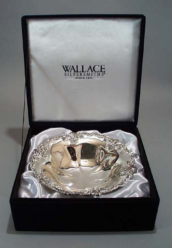 Wallace Silverplate bowl in presentation box