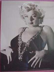 MARILYN MONROE SEXY LOW CUT DRESS PHOTO