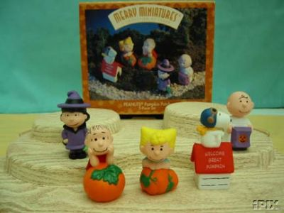 Halloween set of 5 PEANUTS in the PUMPKIN PATCH~Hallmark Merry Miniatures
