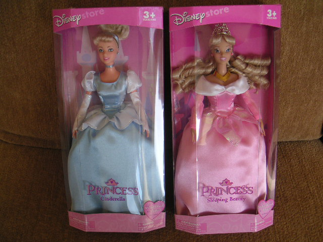 Disney Sleeping Beauty Princess Aurora Doll NEW! w/ Brush