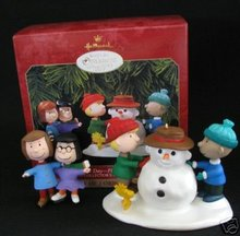 Snowy Day~Peanuts - Hallmark Club Edition - 2-Piece Ornament Set 1999