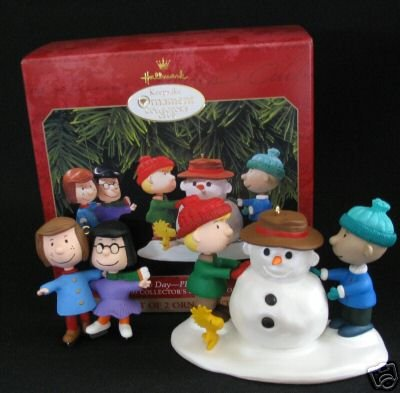 Snowy Day~Peanuts - Hallmark Club Edition - 2-Piece Ornament Set 1999